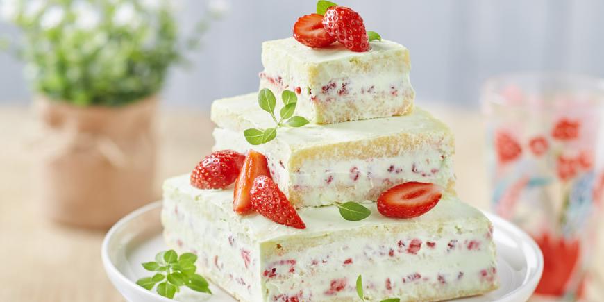 LE NAKED CAKE A LA FRAISE